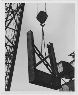 [Middle East] A 90-ton crane, made in the United States, came to the Middle East in 1944, the fir...