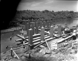 CNRRA / 584 [Students from the UNRRA-sponsored NHA training school constructing a bridge, China, ...