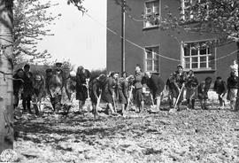 [Germany] :  UNRRA 3076 --  Heidelberg, Germany -- his is one of the first photographs of the works of UNRRA teams in Germany, where UNRRA is assisting military government authorities in the great task of repatriating the millions of persons of allied...